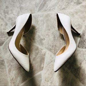 NWOT Jessica Simpson White snake print heels